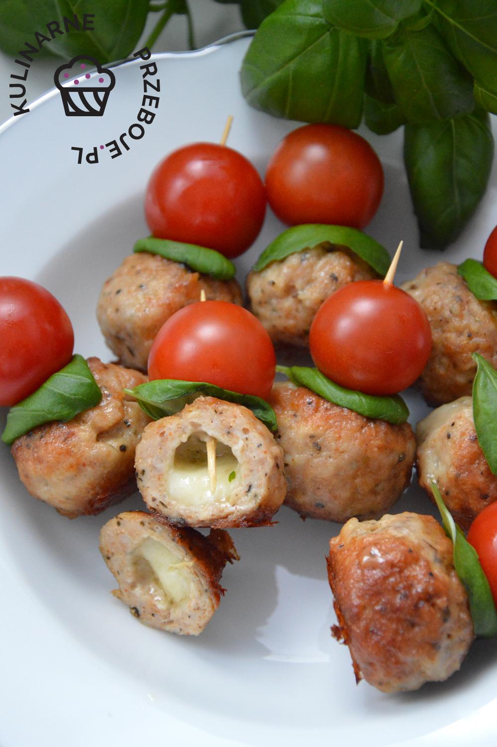 klopsiki z mięsa mielonego nadziewane mozzarellą