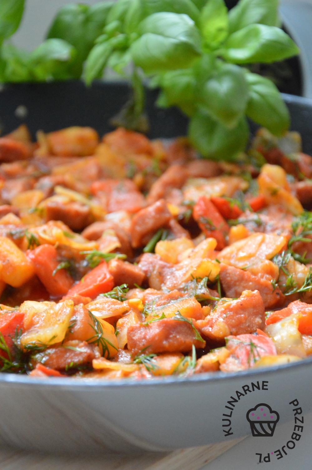 chłopski garnek w sosie pomidorowym