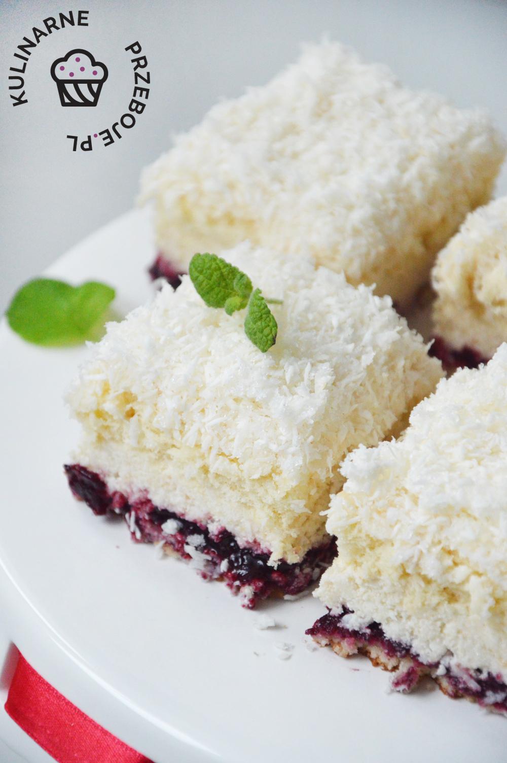 ciasto łabędzi puch z kremem i bułka kajzerką