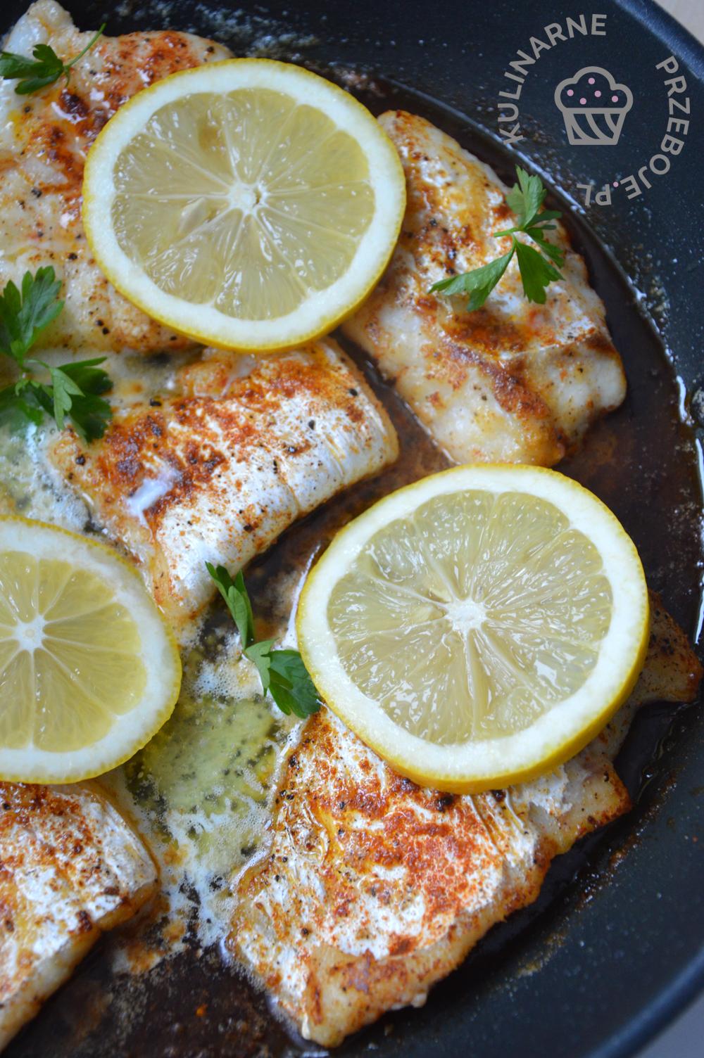 ryba w sosie maślanym z cytryną