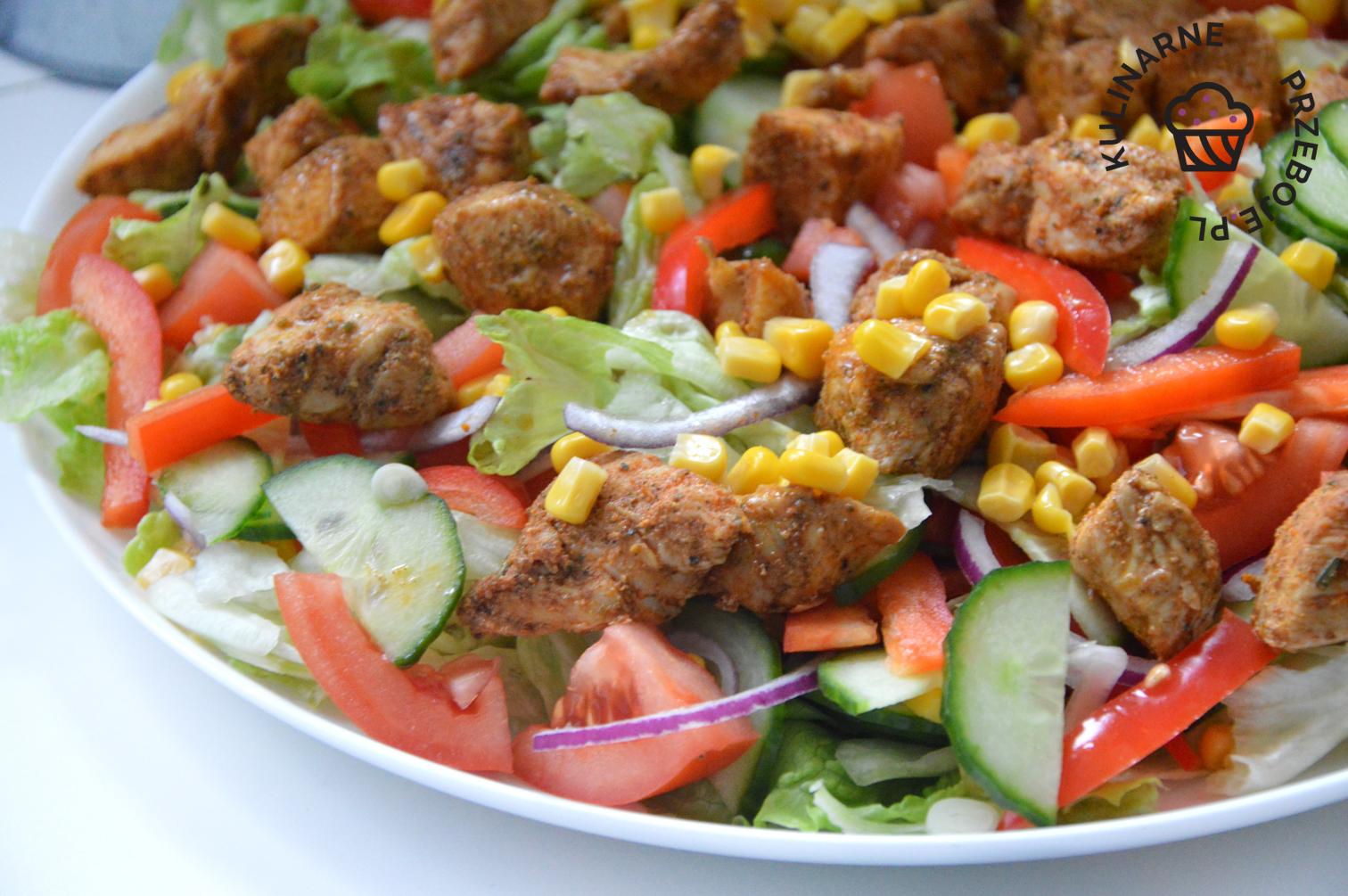 sałatka kebabowa z kurczakiem i sosem czosnkowym