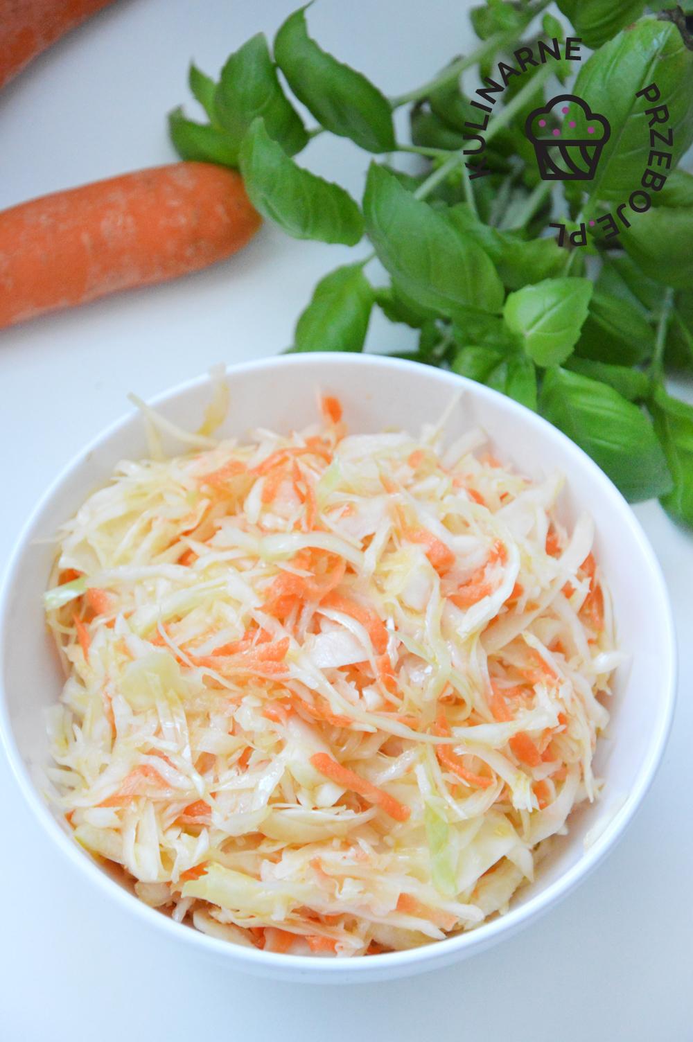 surówka chińska z białą kapustą i marchewką