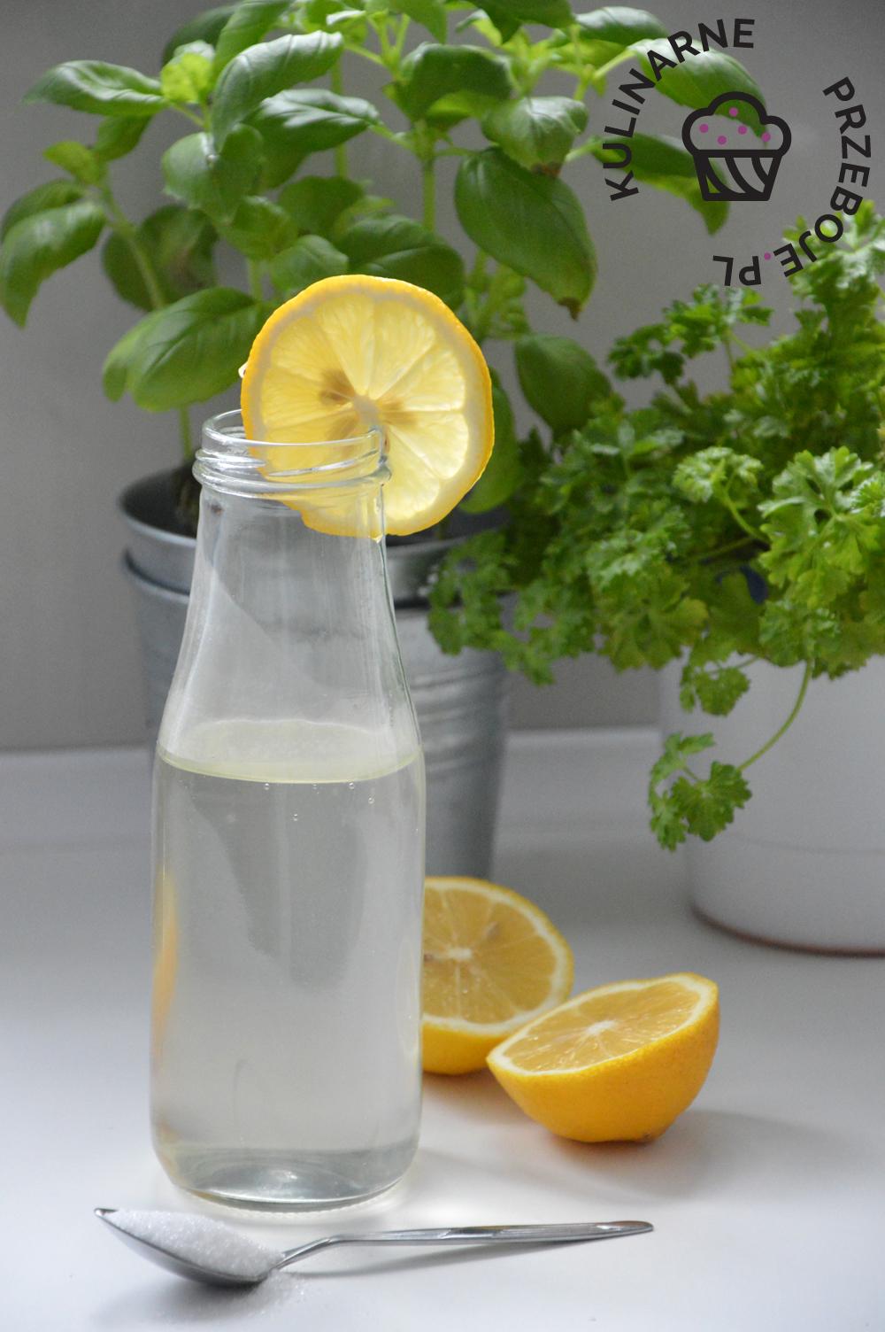 syrop cukrowy z sokiem z cytryny