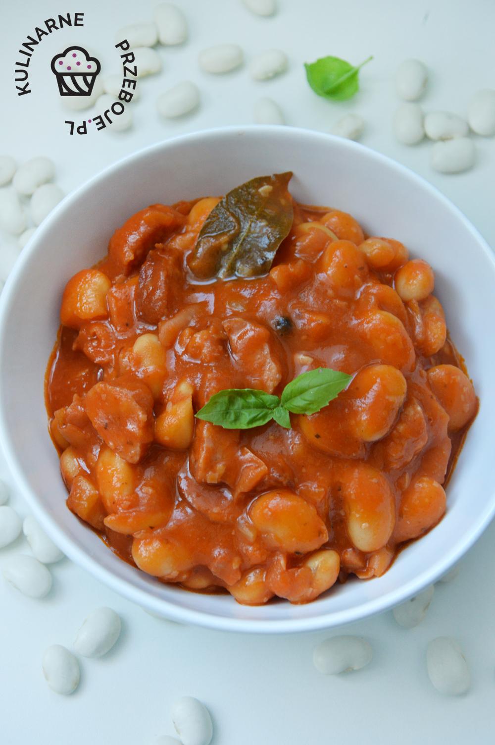 fasolka po bretońsku z przecierem pomidorowym lub pomidorami