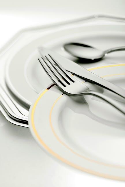 Sztuce, talerze... pełna lista rzeczy niezbędnych w kuchni