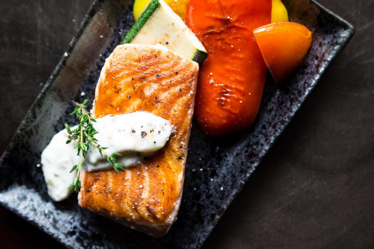 Obróbka termiczna ryby np. filetów z łososia