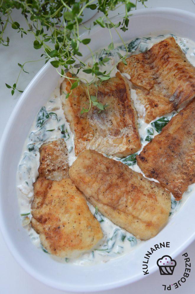 ryba w sosie śmietanowym ze szpinakiem