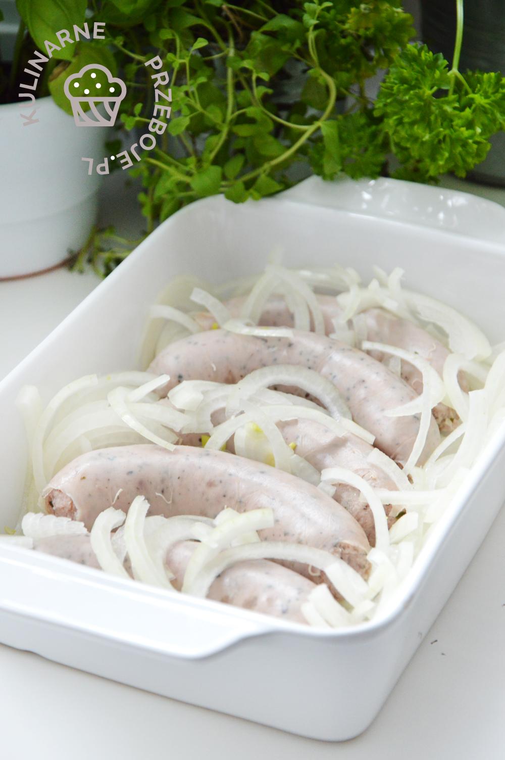biała kiełbasa w cebuli