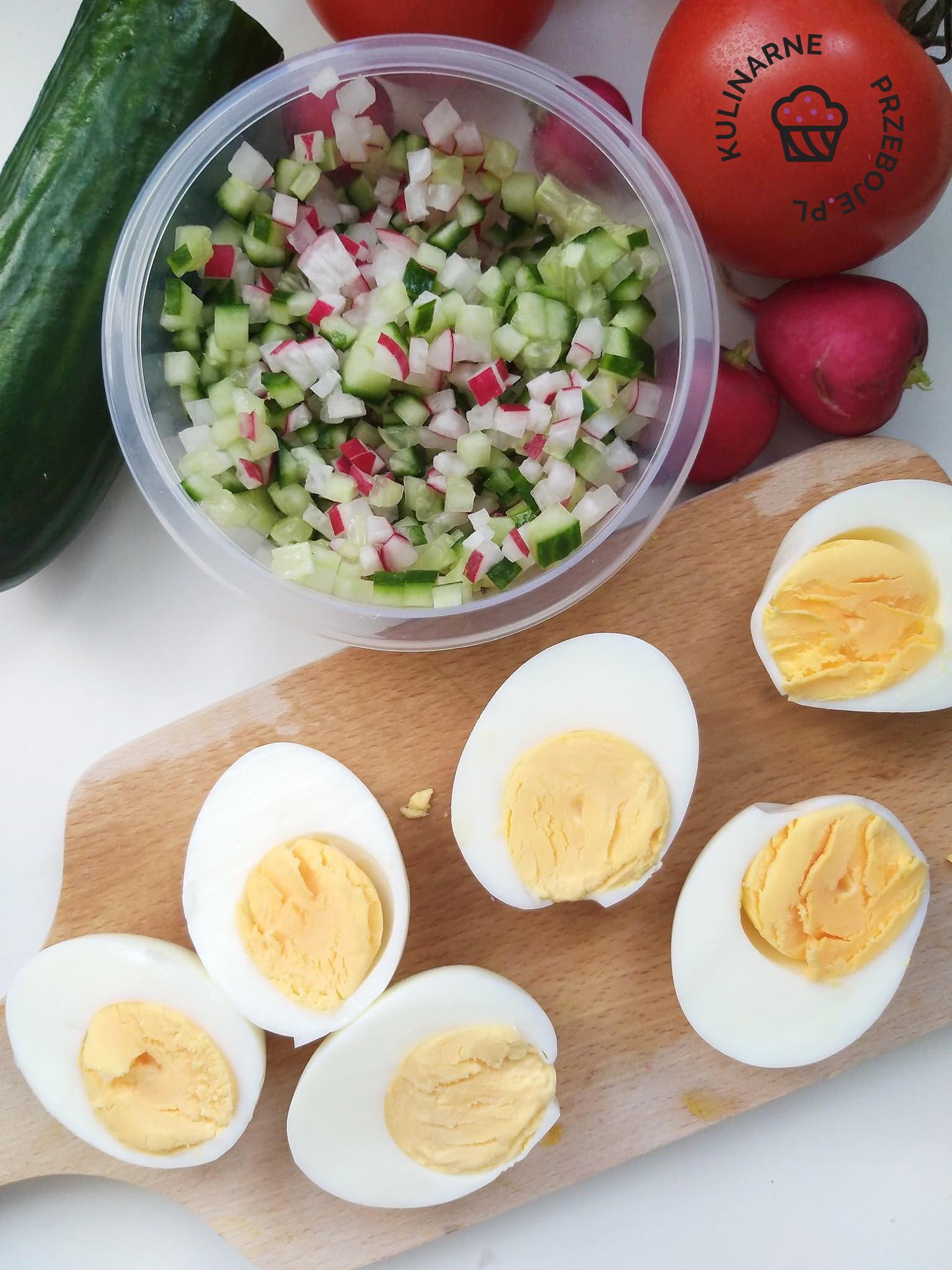 jajka na wielkanoc z rzodkiewką