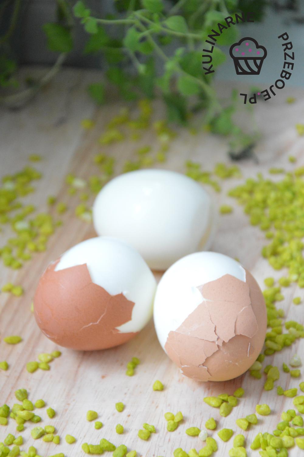 jak obierać jajka