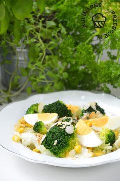 sałatka z brokuła i jajka