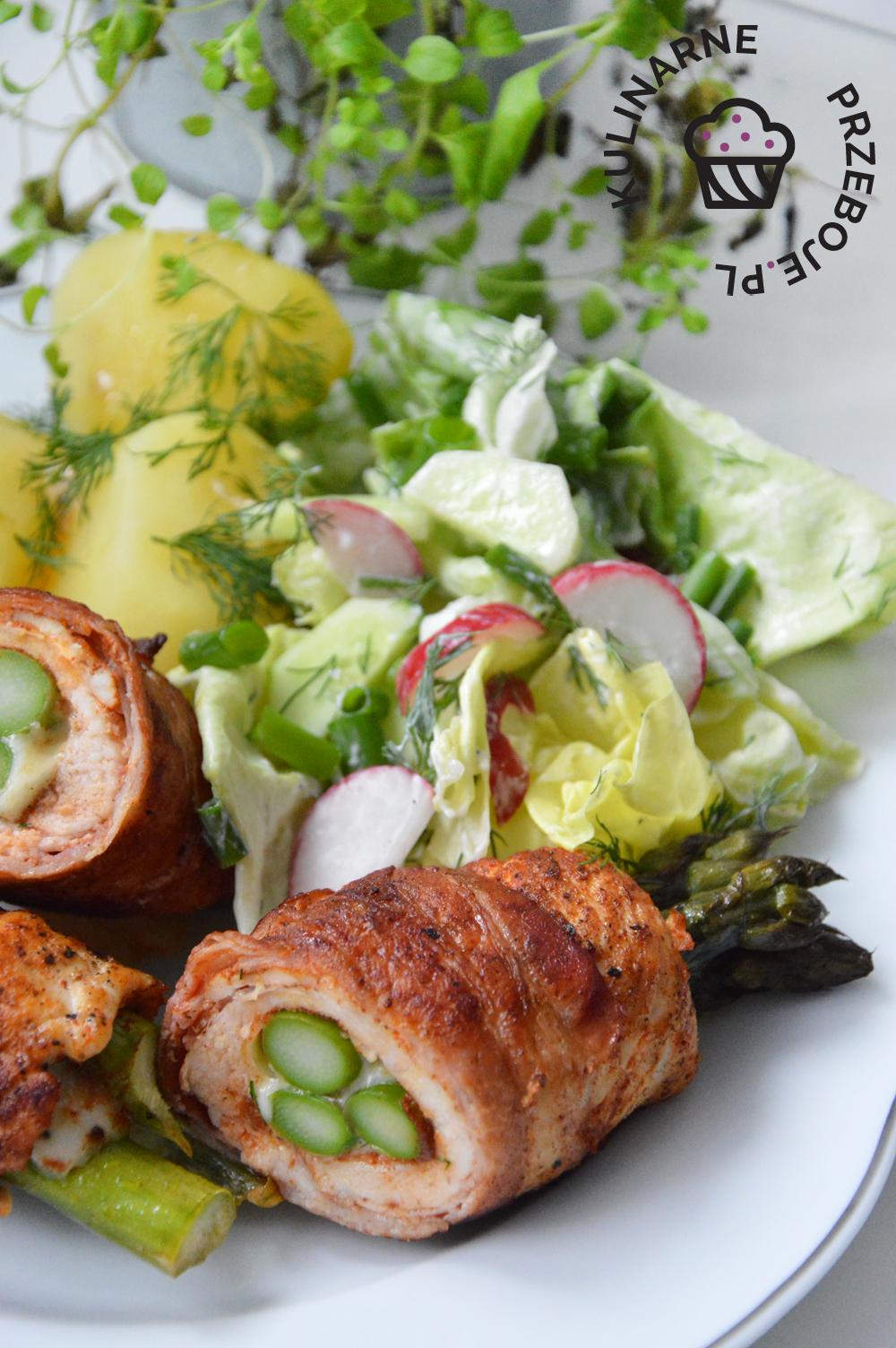roladki ze szparagami zielonymi i kurczakiem