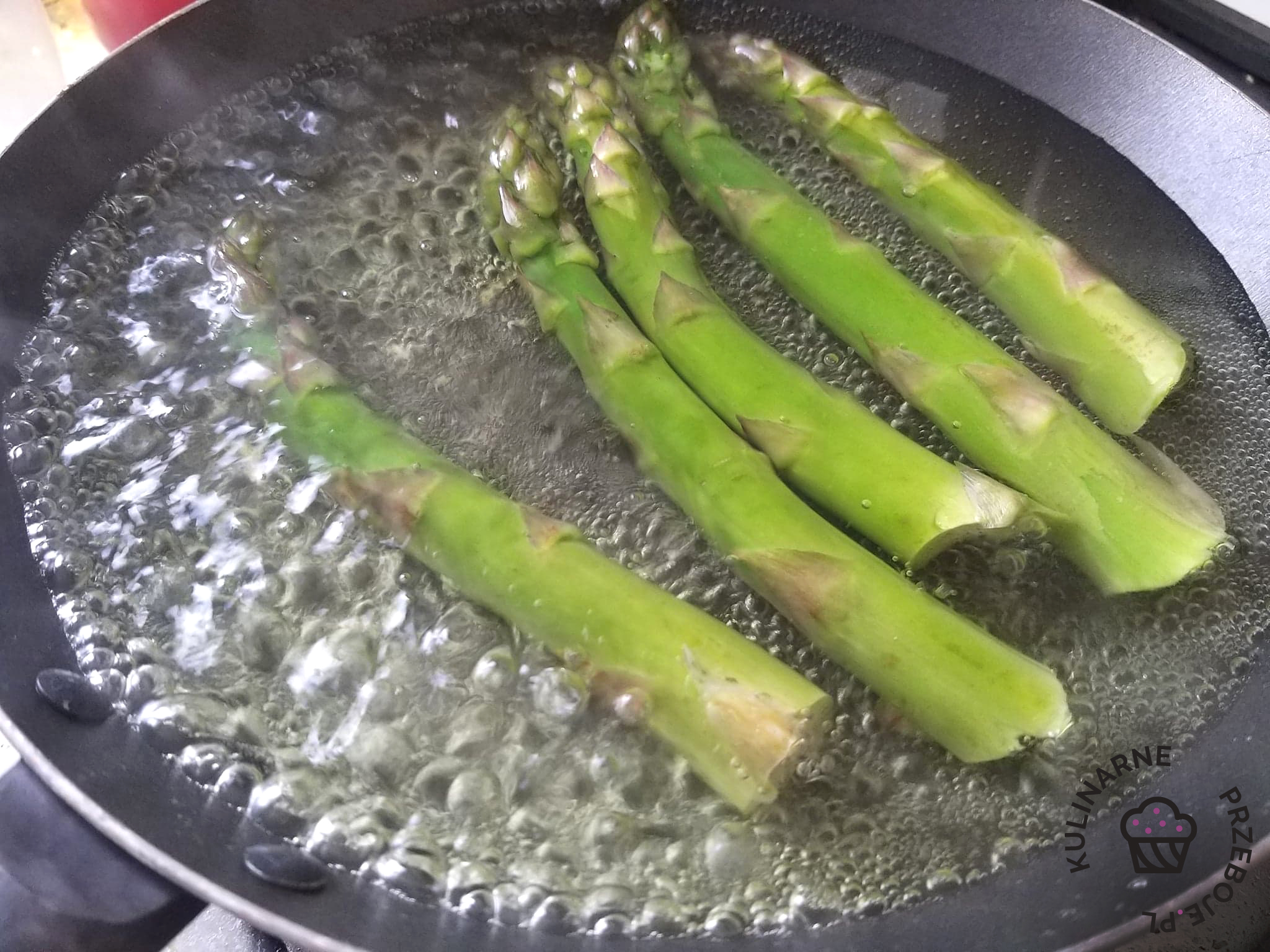 szparagi gotowane na patelni