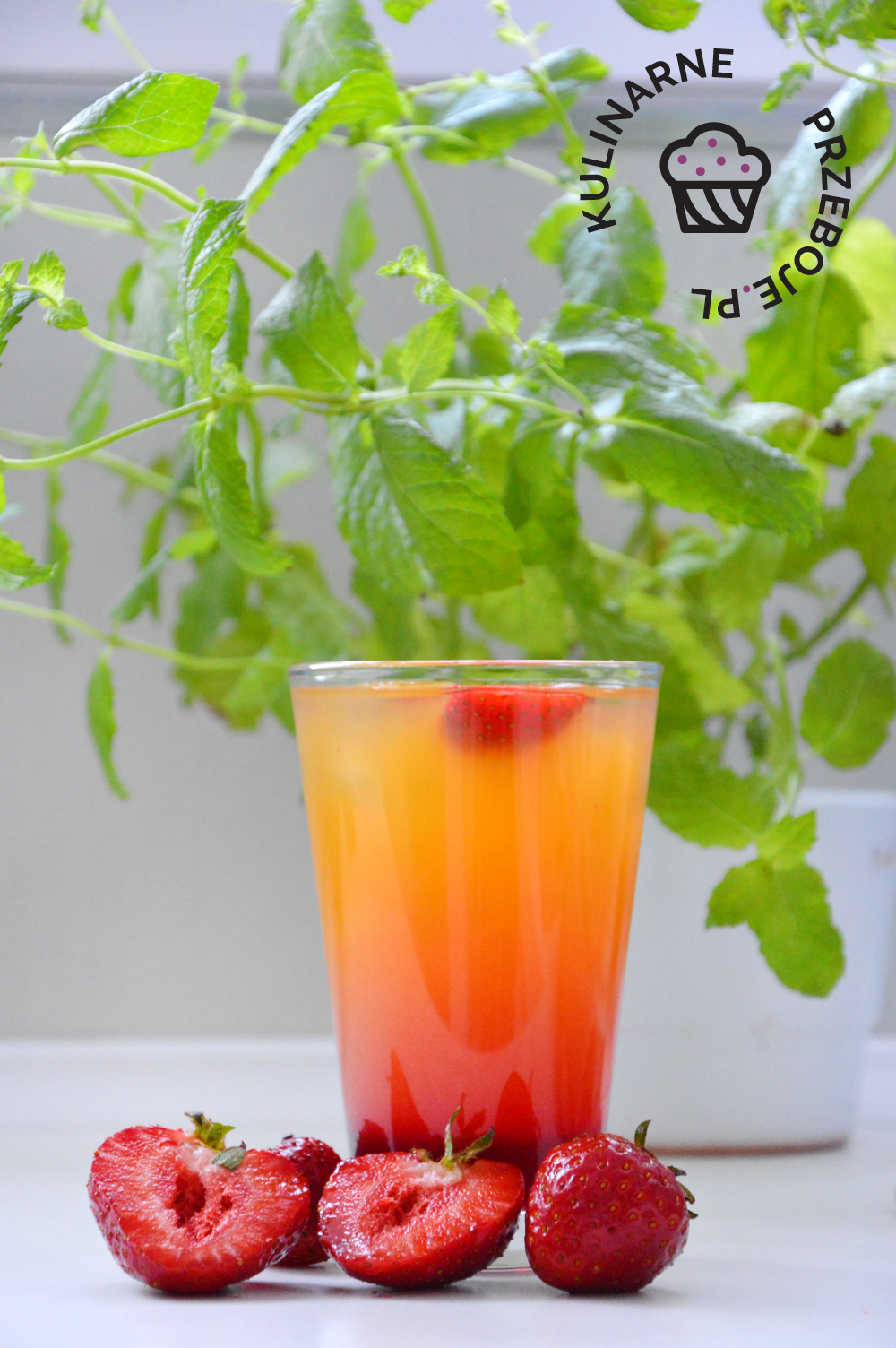 drink z truskawkami i ciociosanem