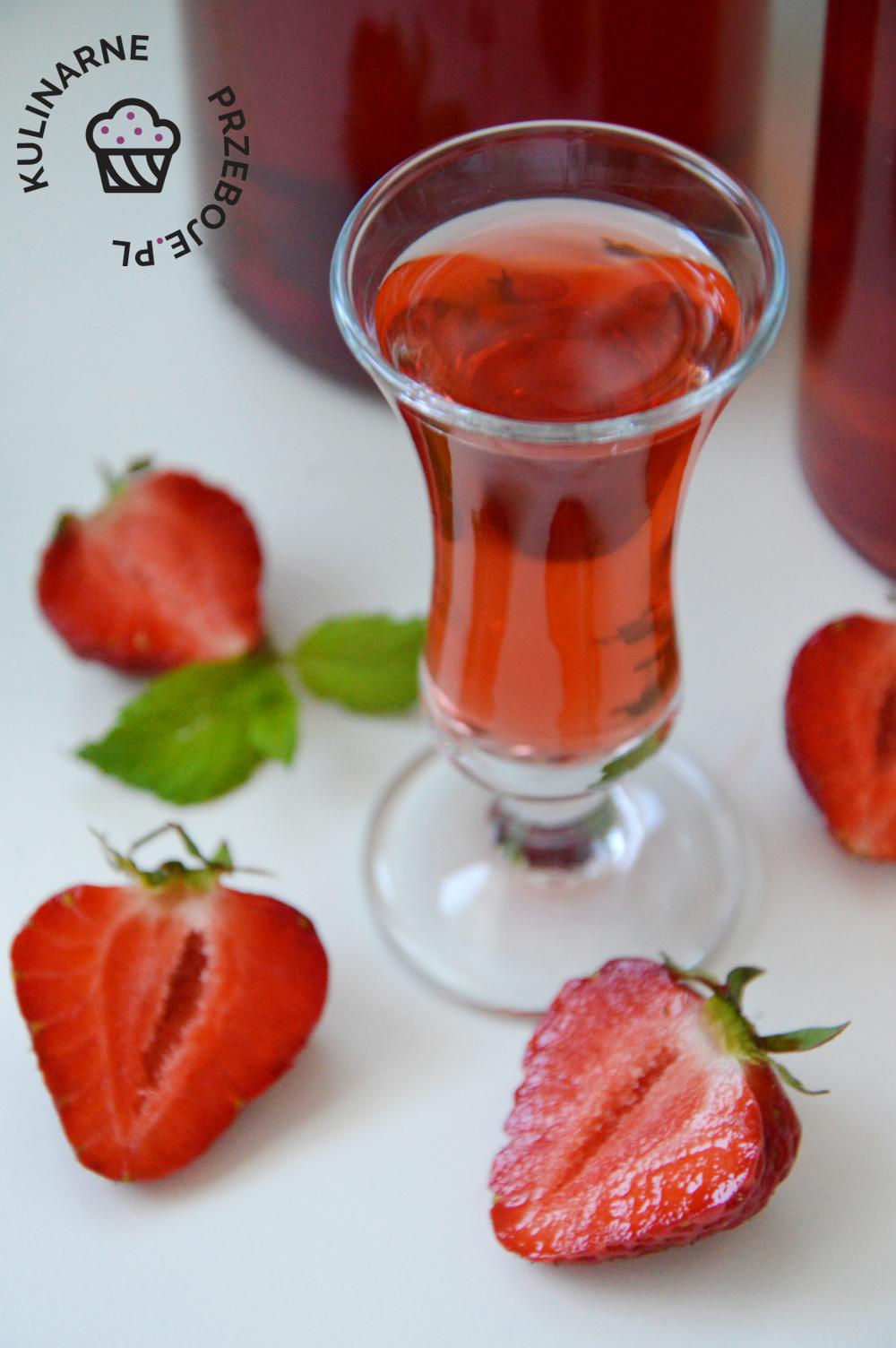 nalewka z truskawek na wódce i spirytusie