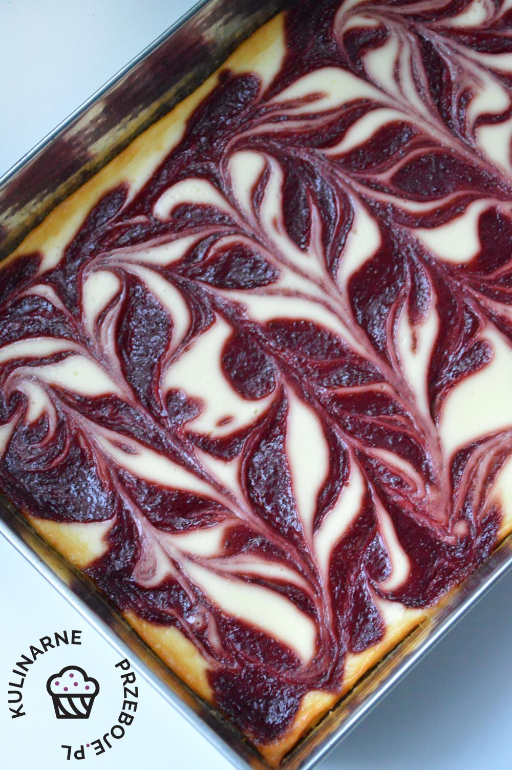 sernik z truskawkami pieczonymi