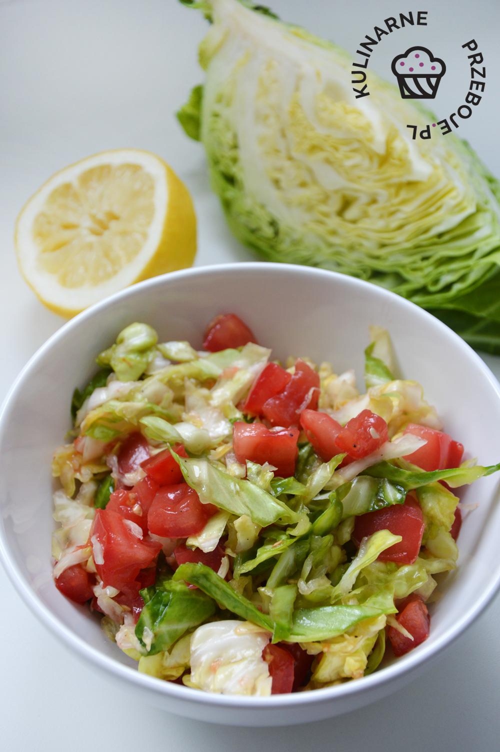surówka z młodej kapusty i pomidorów