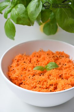 surówka z marchewki i czarnuszki do obiadu
