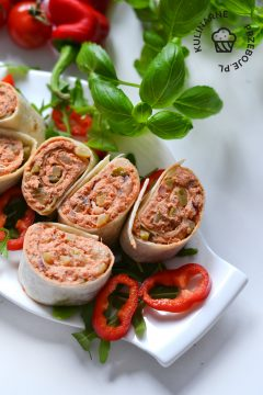roladki z tortilli z pomidorowa pasta z makreli
