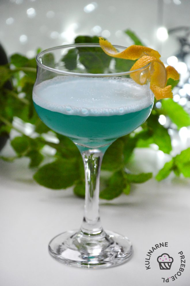 drink baby blue martini