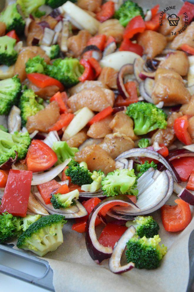 Filet z kurczaka pieczony z warzywami