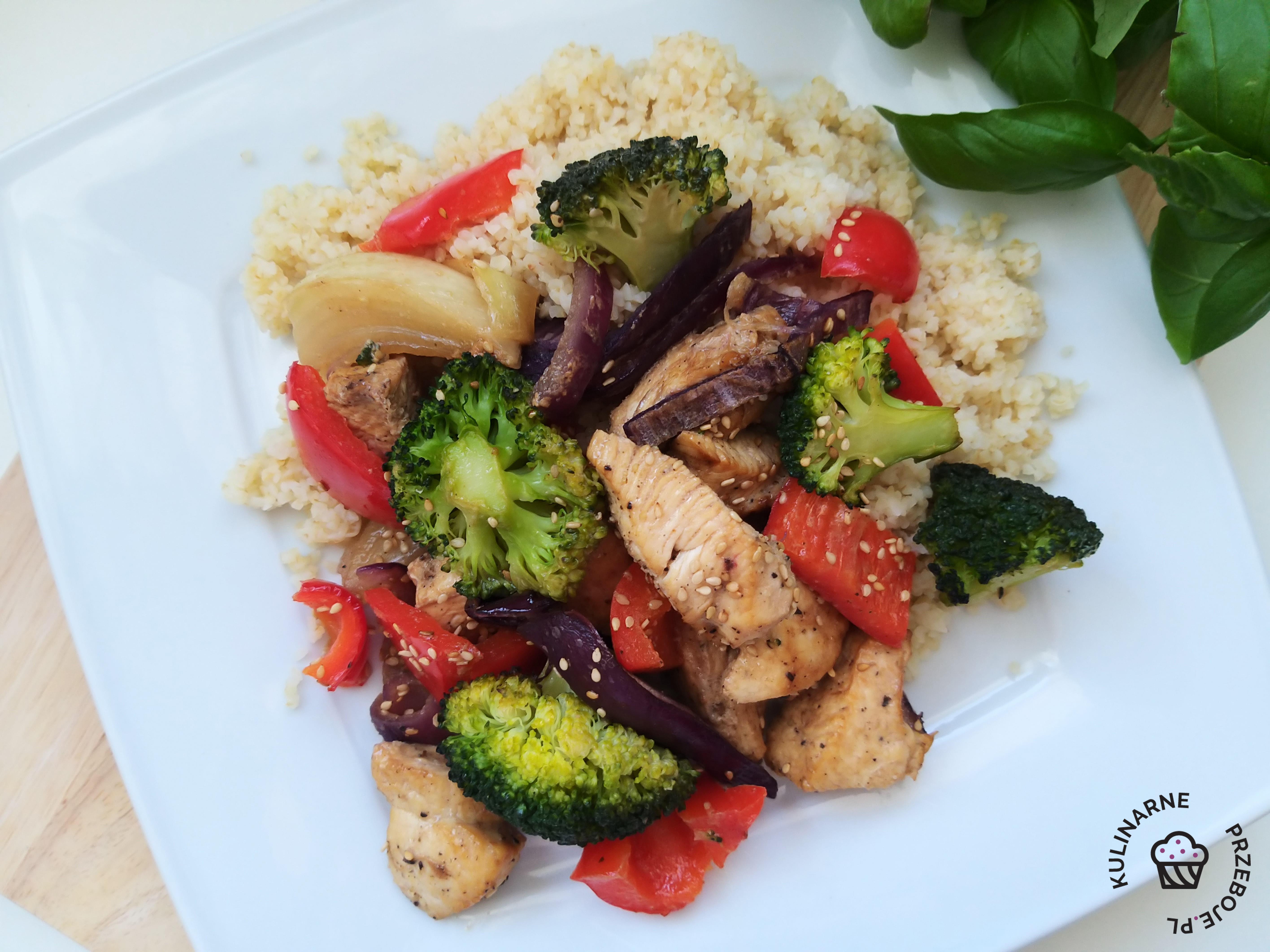 filet z kurczaka z warzywami przepis fit