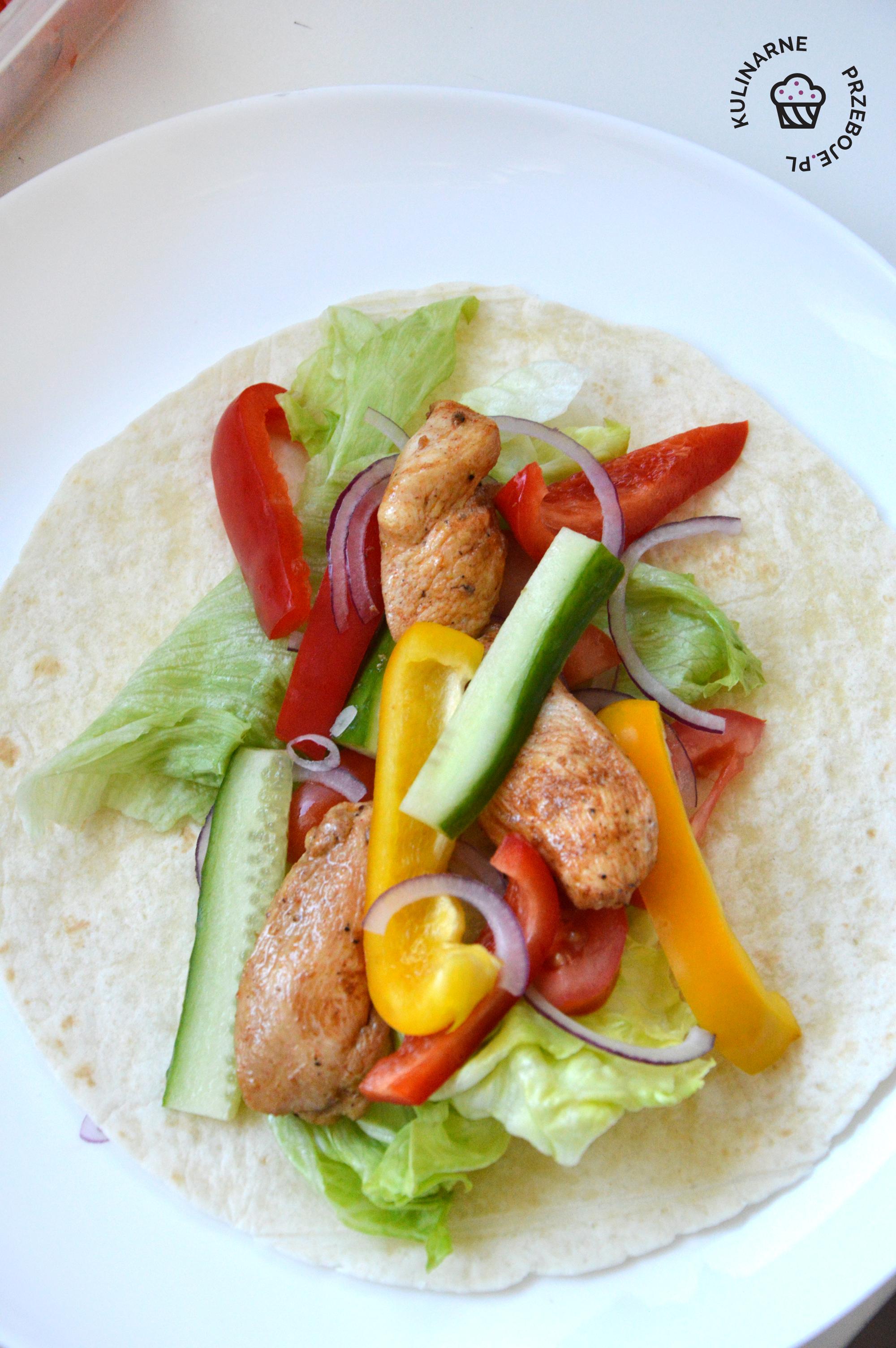 tortilla z kurczakiem na ciepło