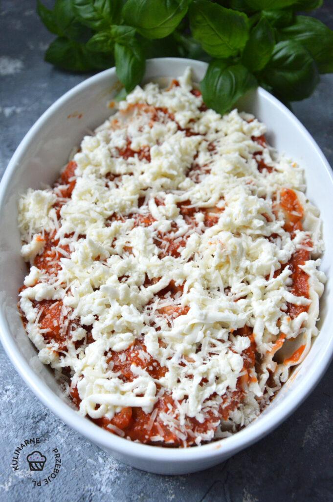 pierogi ze szpinakiem w sosie pomidorowym przepis